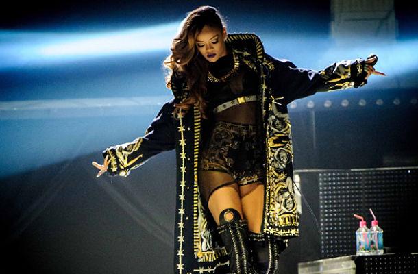 201303Givenchy_Rihanna_big_opt