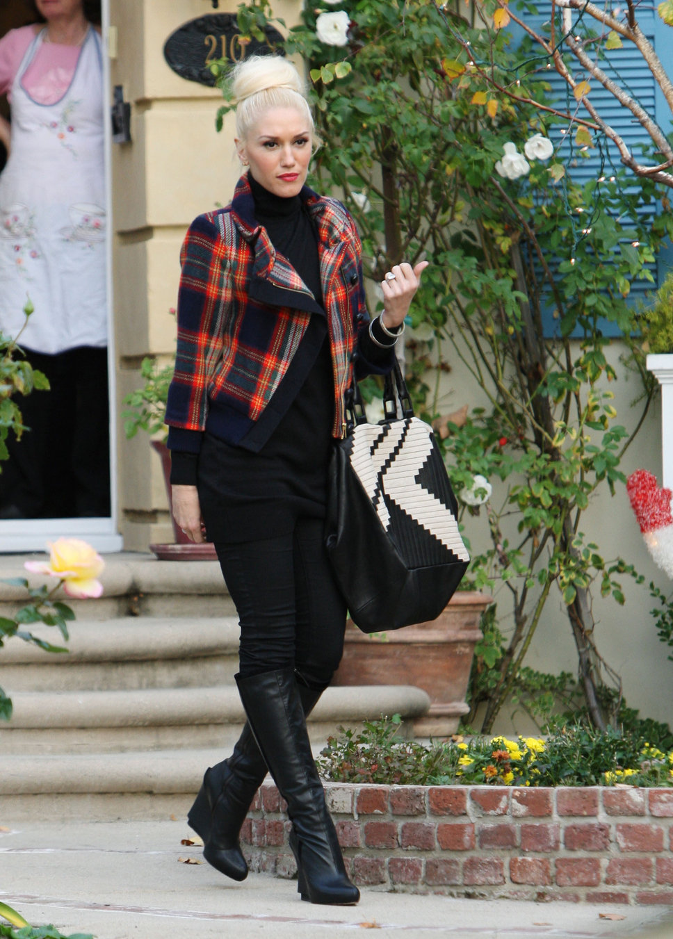 gwen_stefani_plaid_jacket_bla