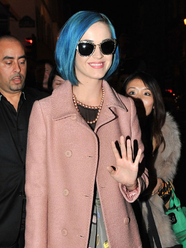 katy-perry-in-miu-miu-cat-eye-sunglasses-at-paris-fashion-week_opt_opt